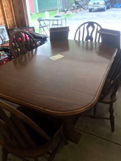 Table with 4 chairs & 2 extra leafs (real wood)