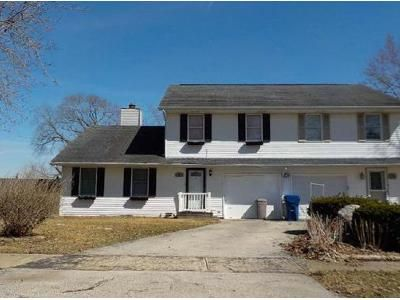 Foreclosure Property in Hinckley, IL 60520 - N View St