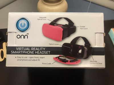 Virtual Reality Headset. Fits up to 6in phones.