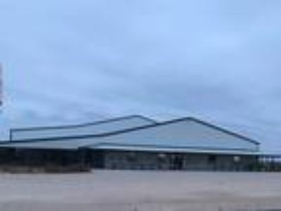 I-20 acess, large commercial building on 8 acres