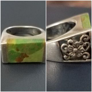 Boutique Silver ring w/Green, flat stone