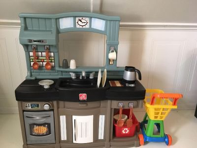 Step 2 Kitchen plus shopping cart and food stand