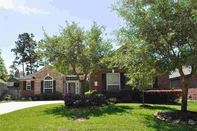 17506 Ohio Canal Court Humble Three BR, This stunning 1.5 story.