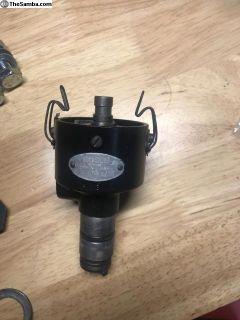 VJ 4 BR 8 Bosch distributor stamped 06 7M