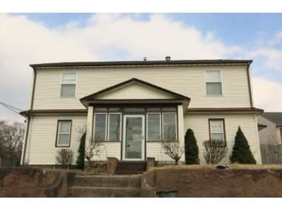 5 Bed 2 Bath Foreclosure Property in Maple Shade, NJ 08052 - N Forklanding Rd