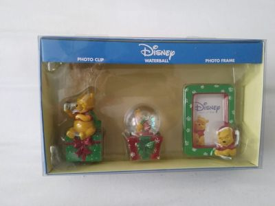 NIB Disney 3 Piece Christmas Winnie the Pooh Photo Clip Waterball Photo Frame Set