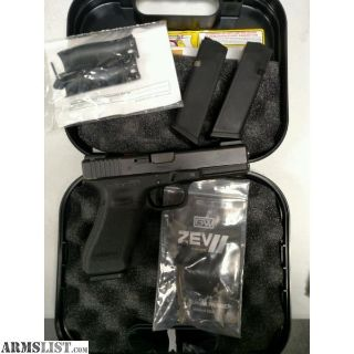 For Sale: GLOCK 17 W/MANY EXTRAS PRE-OWNED