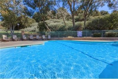 Pet Friendly 3+2 Apartment in Newhall