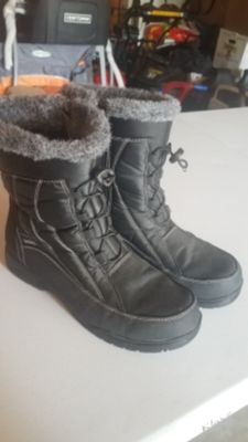 Womens size 9 winter boots