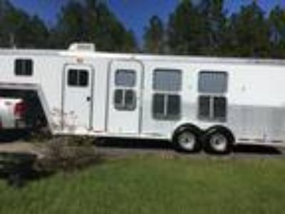 2004 3 horse Featherlite Trailer w weekender living quarters