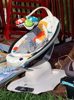 4Moms Mamaroo 4 Plush Infant Seat (Bluetooth App Enabled)