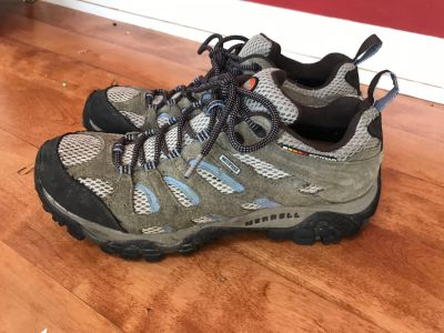 Beautiful Merrill waterproof hiking shoes in excellent condition in women s size 11