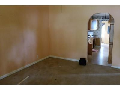 2 Bed 1 Bath Foreclosure Property in Halstead, KS 67056 - Harvey St