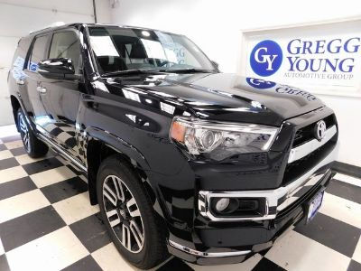 2018 Toyota 4Runner SR5 (Midnight Black Metallic)