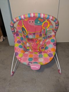 Baby seat with vibrating option