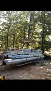 24 San Pan pontoon boat