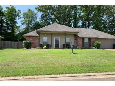 3 Bed 2 Bath Preforeclosure Property in Byram, MS 39272 - Winchester St
