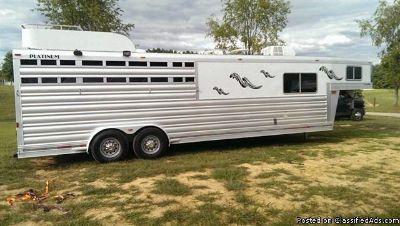 2008 Platinum 4 horse trailer slant load living quarteres