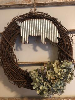 Wreath with pig and dried hydrangeas