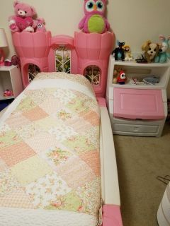 Twin Castle Bed with Toybox