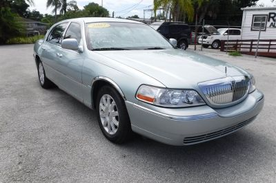 2007 Lincoln Town Car Signature Limited (Blue (Light))