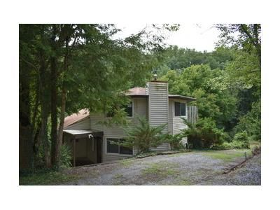 2 Bed 2 Bath Foreclosure Property in Sevierville, TN 37862 - Lee Cir