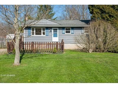 3 Bed 1 Bath Foreclosure Property in Newton Falls, OH 44444 - Russell St