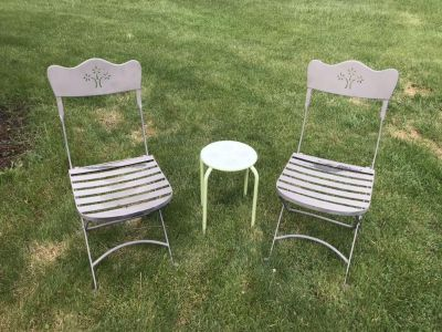 Metal floral table and chair set