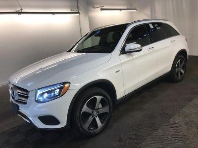 2016 Mercedes-Benz GLC 4MATIC 4dr GLC300 (Polar White)