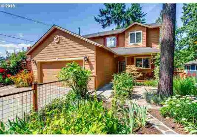 "2553 SE Dove St Milwaukie Three BR, Come see this ""landscaped"