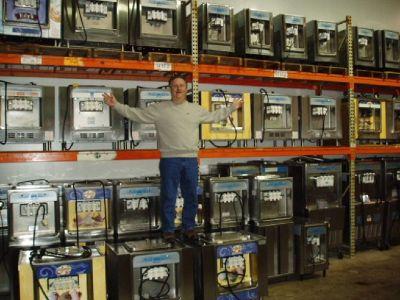 COMMERCIAL SOFT SERVE ICE CREAM MACHINE / FROZEN YOGURT MACHINE