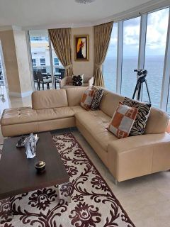 Rugiano Sectional Sofa Beige- Excellent Condition