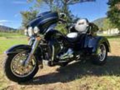 2017 Harley-Davidson FLHTCUTG Tri-Glide Ultra Like New