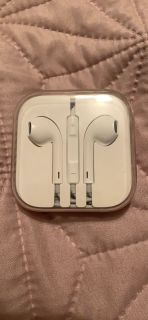 Brand new lightning connector apple earbuds