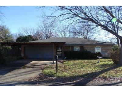 3 Bed 2 Bath Preforeclosure Property in Fort Worth, TX 76118 - Faye Dr