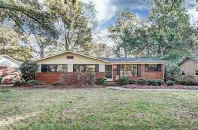 5801 Boxwood Lane Charlotte Three BR, Lovely 1-Story Brick Home