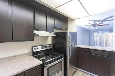 Remodeled 2 Bed/1.5 Bath PB Townhouse - Tandem Parking Space and Large Patio!