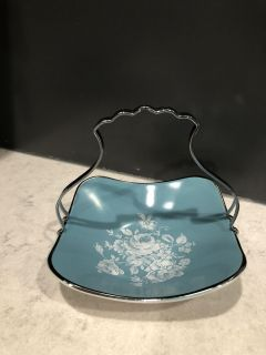 Midwinter Stylecraft Staffordshire England Fashion Shape candy dish. Has removable metal handle.