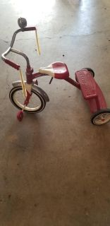 Radio Flyer large red tricycle ages 4-6
