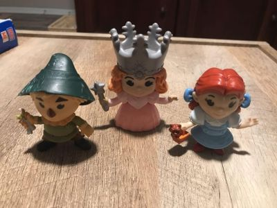 Collectible wizard of oz figures