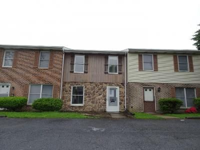 2 Bed 1.5 Bath Preforeclosure Property in Mount Joy, PA 17552 - North Aly