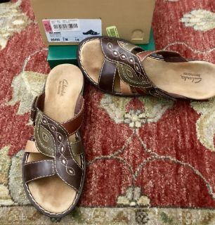 LIKE NEW IN BOX CLARKS & LIFESTYLE