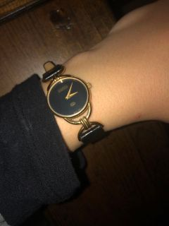 Womens Gucci Ring (Needs Battery)