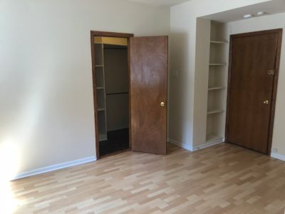 Charming and Spacious Gold Coast Studio - Walk In Closet - Cats OK