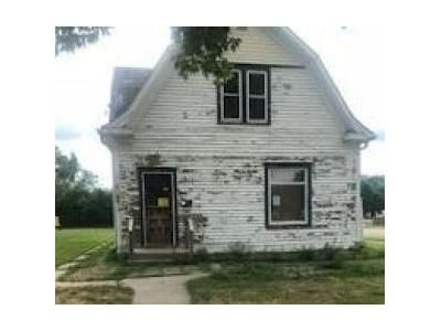 4 Bed 2 Bath Foreclosure Property in Aberdeen, SD 57401 - N Kline St