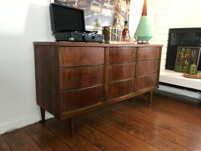 MID CENTURY MODERN 9 Drawer Dresser/Changing Table