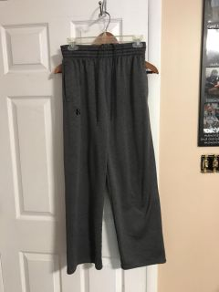 Under Armour men s gym pants in EUC. Size small. Pockets and drawstrings. No pulls or snags.