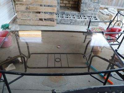 Large patio table+ 6 chairs w/cushions
