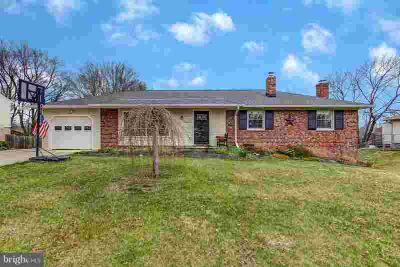 4113 Olney Laytonsville Rd Olney Three BR, Welcome to easy living
