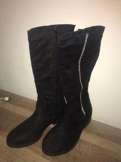 BRAND NEW Black velvet boots Women s size 7